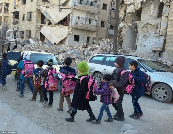 أطفال سوريا الى مدرستهم وسط الخراب